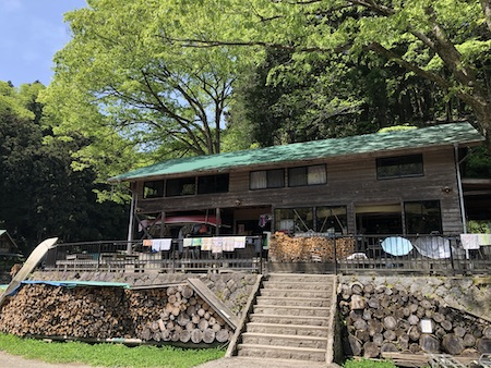 ボートで行く相模湖の秘境「みの石滝キャンプ場」