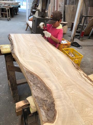 BC工房でテーブルを作っています